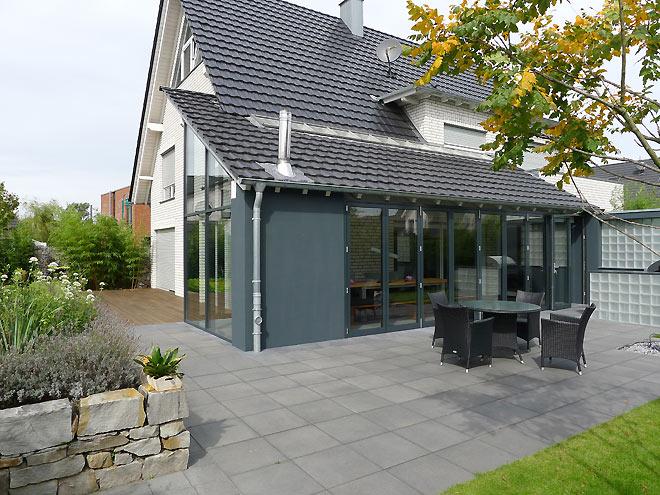 moderner und pflegeleichter familiengarten gartenbilder. Black Bedroom Furniture Sets. Home Design Ideas
