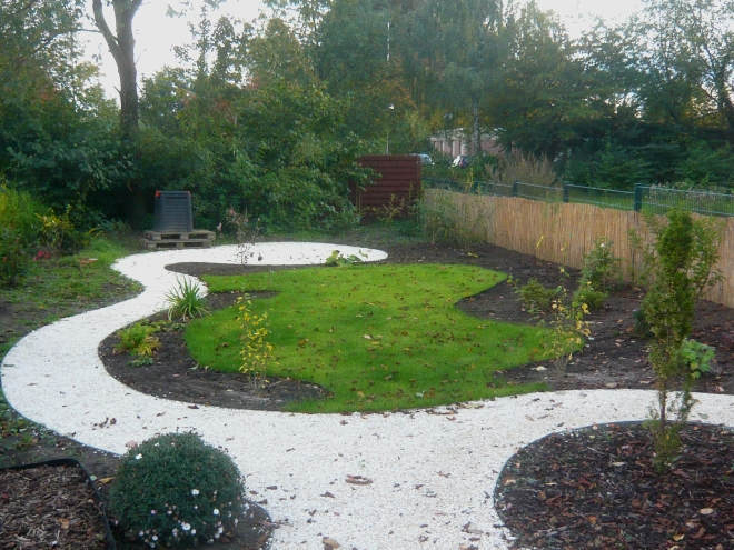 Tiny house design sitzplatz im garten anlegen - Reihenhausgarten gestalten ...